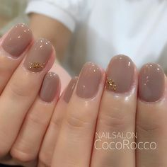 Brown nails with stars on the ring fingers. Nails Gelish, Nude Nails, Manicure And Pedicure, Perfect Nails, Gorgeous Nails, Simple Nails, Trendy Nails, Nails Inspiration, Beauty Nails