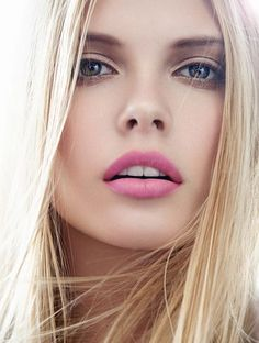 Light smokey eyes and soft pink pop of color on the lips! Try Ilia Lip Gloss in Love Buzz