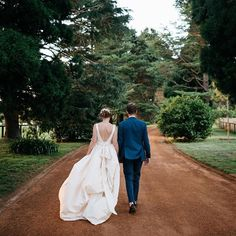 Beautiful Justine in her custom Pearl gown. Can't wait to see more photos from this amazing wedding! Location @bendooleyestate Photography @studiosomething #MoiraHughes