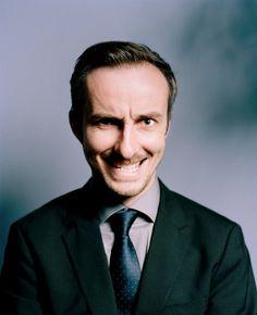 TV-Moderator Jan Böhmermann mischt derzeit Fernsehen und Internet auf. Erst der Coup mit einer Varoufakis-Satire, die Günther Jauch der Video-Manipulation verdächtigt. Und jetzt legt er nochmal nach.