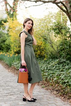 Outfit: Olive Midi Dress | www.moodforstyle.de | Fashion, Food, Beauty & Lifestyle Blog from Germany