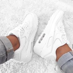 Nike Air Max One in weiß/white // Foto: elifac__ White Nike Shoes, Nike Air Shoes, White Nikes, Air Max Sneakers, Shoes Sneakers, Women's Shoes, All White Shoes, Nike Air Max White, Bass Shoes