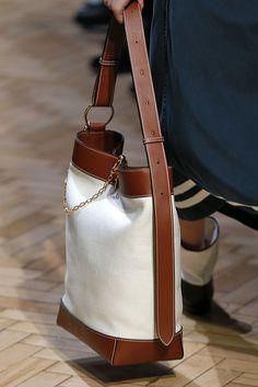 Best Bags at London Fashion Week The hobo bag is back.The Best Bags at London Fashion Week The hobo bag is back. JW Anderson clp 1007 The Best Bags from London Fashion Week Spring 2019 - The Things They Carried at London Fashion Week Spring 2019 Belstaff Soft Leather Handbags, Black Handbags, Tote Handbags, Purses And Handbags, Leather Purses, Luxury Handbags, Cheap Handbags, Cheap Purses, Trendy Purses