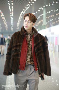 """jackson wang's airport fashion — a thread [credits to the rightful owners]"" Got7 Youngjae, Jaebum Got7, Got7 Jinyoung, Kim Yugyeom, Markson Got7, Jackson Wang, Got7 Jackson, Got7 Logo, Just Right Got7"