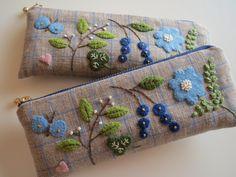 アップリケと刺繍の眼鏡ポーチ(B) 2x Japanese Embroidery, Diy Embroidery, Embroidery Designs, Felt Crafts Diy, Embroidered Bag, Sewing Art, Fabric Bags, Needlework, Purses And Bags