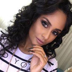 Make de ontem pras fotos da @ahavah_ 🖤 Semana que vem tem vídeo passo a passo no insta do studio!!! Se você ainda não segue corre lá @nrbeautystudio 🖤🖤  .  . .  .  #ahava #nrbeautystudio #makeup #makeuplovers #maquiagem #queroessamaquiagem #universodamaquiagem #amamosmaquiagem #makeupaddict #hudabeauty #pausaparafeminices #batomduffy #inglot #anastasiabeverlyhills #ud #sephora #curlyhair #eugostoédevolume #cachos #cacheada