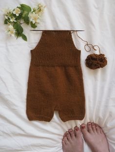 Willum's Summer Overalls - Babykleidung Baby Girl Dungarees, Baby Overalls, Baby Girl Romper, Baby Outfits, Toddler Boy Outfits, Kids Outfits, Baby Leggings, Baby Pants, Baby Knitting Patterns