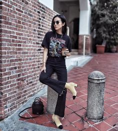 Cropped flares street style | How to wear cropped flare jeans