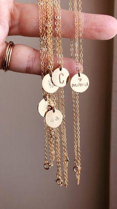 Diy Wire Jewelry Rings, Handmade Wire Jewelry, Dainty Jewelry, Cute Jewelry, Monogram Jewelry, Personalized Jewelry, Initial Disc Necklace, Ancient Jewelry, Minimalist Jewelry