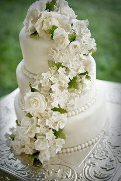 25 Jaw-Dropping Beautiful Wedding Cake Ideas. To see more: http://www.modwedding.com/2014/01/04/25-beautiful-wedding-cake-ideas/ #wedding #weddings #dessert #cake #cakes #weddingcake #weddingcakes