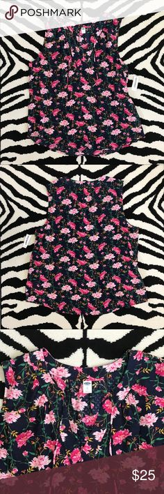 Old Navy Sleeveless Floral Top NWT Old Navy Floral Tie Front Sleeveless Top. Can be worn open front or tied. Old Navy Tops