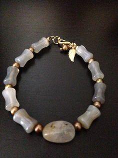 Pulsera ágata , perla dorada