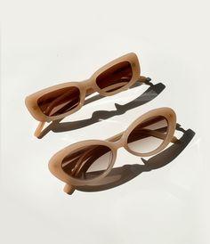 #shevoke #sunglasses #eyewear #fashion #inspo #shevokesquad #style #fashion #inspo #ootd #norm #styleinspo #trend #flatlay Cute Sunglasses, Sunglasses Women, Sunnies, Clear Glasses Frames Women, Piercings, Accesorios Casual, Brown Aesthetic, Classic Gold, Ootd