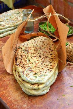 Zhingalov hat (photo de suzanne) Zhengyalov pain du Karabakh cuisine, composée de plantes (jengyal) remplissant le pain. Dans certaines régions, il est aussi appelé pain de pinjarov. Environ 20 sortes d'herbes dans ce pain . Ce plat vous... Read More