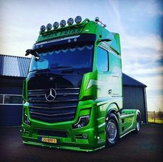Show Trucks, Big Trucks, Mercedes Benz Commercial, Mb Truck, Customised Trucks, Hot Black Women, Sport Truck, Mercedes Benz Trucks, Highway To Hell