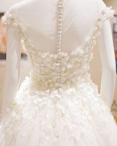 *HAPPY NEW YEAR* 大胆なドレスライン、繊細なディティール。、Authentiqueのドレスは、ヨーロッパを中心に、1着1着、仕入れております。 本年も皆様に喜んでいただけるよう、時を超えて愛され続ける本物の輝きを持つドレスをご用意してまいります。 * ご試着予約はホームページもしくはお電話にて 📞03-5159-3677 * * * #authentique #wedding #weddingdress #bridal #japan #オーセンティック #ドレス試着 #ウェディング #ウェディングドレス #ブライダル #プレ花嫁 #結婚式 #結婚 #結婚準備 #ドレス迷子 #前撮り #日本中のプレ花嫁さんと繋がりたいauthentique_weddingdress