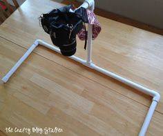Set up your video studio with an overhead hands only camera mount with PVC pipe. An inexpensive DIY camera mount that you won't know how you lived without. Dslr Photography Tips, Party Photography, Photography Tutorials, Learn Photography, Photography Business, Pvc Pipe Projects, Diy Projects, Diy Tripod, Fotografia Tutorial