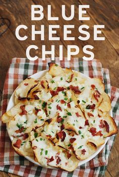Blue Cheese Chips – Crispy kettle chips topped with Alfredo sauce, crumbled blue cheese, bacon and chives | Snack Fixation