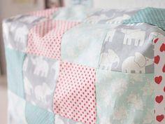 Tutoriale DIY: Cómo hacer una funda de patchwork para la máquina de coser vía DaWanda.com