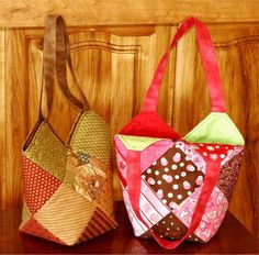 easy bag from the free pattern. 1 charm pack plus a fat eighth to make this. Tote Pattern, Purse Patterns, Square Patterns, Patchwork Bags, Quilted Bag, Simple Bags, Easy Bag, Charm Quilt, Craft Bags