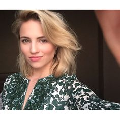 dianna agron A haircut and a dress and I feel like a grownup again. Dianna Agron Hair, Diana Argon, Pretty People, Beautiful People, Beautiful Women, Blonde Actresses, Hot Actresses, Quinn Fabray, Celebrity Moms