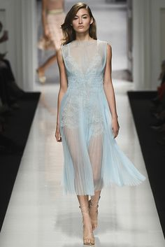 Ermanno Scervino Spring 2017 Ready-to-Wear Fashion Show Collection: See the complete Ermanno Scervino Spring 2017 Ready-to-Wear collection. Look 32 Fashion 2017, Couture Fashion, Love Fashion, Runway Fashion, High Fashion, Fashion Design, Milan Fashion, Vogue, Himmelblau