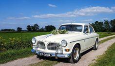 Trouwrijden in de meest romantische auto.. de Volvo Amazon '67. ♡  #VolvoorLiefde #trouwrijden #trouwauto #volvoamazon Volvo, Vehicles, Car, Riding Habit, Automobile, Cars, Vehicle, Tools