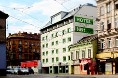 Design & Budget Hotel Wien Schönbrunn in Wenen - de beste aanbiedingen! Vienna, Budgeting, Multi Story Building, United States, The Unit, Design, Facebook, Hotel Bedrooms