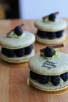 birthday macarons <3
