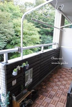 Chairs and. ナチュラルなインテリアと雑貨と手作りと、日々のこと。 Terrace Decor, Balcony Garden, Porch Swing, Outdoor Furniture, Outdoor Decor, Home Decor Accessories, Rooftop, The Dreamers, Diy And Crafts