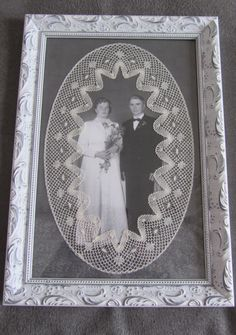 25.09.1954 äiti ja isä ,saivat arvoisensa paikan nyplätyn pitsin keskelle.