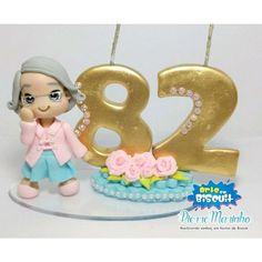 Topo de bolo Personalizado com aproximadamente 20 cm de altura Red Birthday Party, Mom Birthday, Bithday Cake, Birthday Cake Toppers, Clay Crafts, Diy And Crafts, Biscuit Cake, Cute Clay, Fondant Tutorial