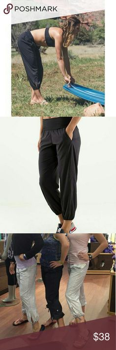 Lululemon Om Pant Crop Pant Pre-owned. Like New. You can pull up the pants legs up and wear it like caprice pants too. Lululemon  Pants Ankle & Cropped