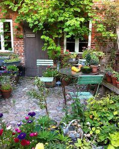 Small Backyard Patio, Backyard Garden Design, Small Garden Design, Backyard Ideas, Garden Pond, Backyard Pools, Landscaping Ideas, Garden Landscaping, Patio Ideas