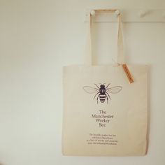 Manchester%20Worker%20Bee%20cotton%20bagBee%20illustration%20+%20description%20to%20one%20sideColour%20:%20Natural100%%20cottonSize%20:%2042%20cm%20long%20x%2038%20cm%20wide%20+%2030%20cm%20handles