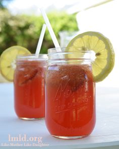 Strawberry Lemonade - this refreshingly sweet strawberry lemonade is the perfect drink for a warm summer day!