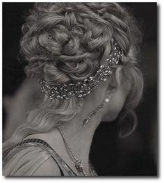 Roman Goddess Hairstyles, Grecian Wedding, Grecian Hairstyles, Roman Wedding Ideas, Roman Gowns, Etruscan Style