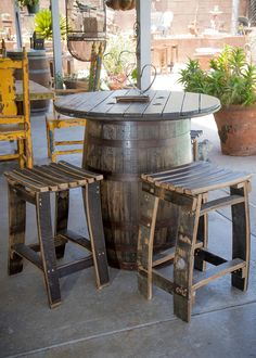 44 Amazing Outdoor Kitchen Ideas For A New House - Trendy Home Decor and Design - Kitchen Bars Outdoor Kitchen Bars, Outdoor Kitchen Design, Kitchen Decor, Kitchen Ideas, Outdoor Bars, Rustic Outdoor Kitchens, Coastal Kitchens, Kitchen Styling, Whiskey Barrel Table