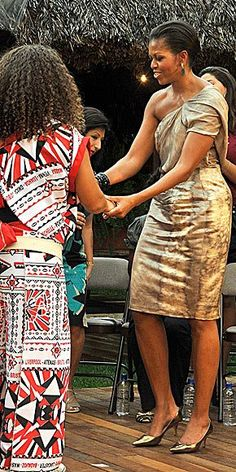 First Lady Michelle Obama Michelle Und Barack Obama, Barack Obama Family, Michelle Obama Fashion, Obama Photos, Presidente Obama, Malia And Sasha, American First Ladies, Black Presidents, American Presidents
