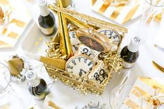 New Years Eve Tablescape: Gold and White!