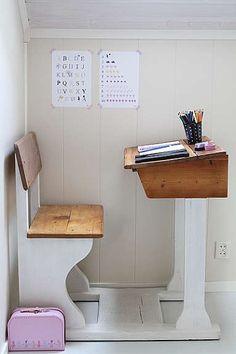 love, love, LOVE this vintage desk...