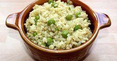 Mennyei Zöldborsós-hagymás bulgur köret recept! Ez a zöldborsós-hagymás bulgur recept nagyon jól tud jönni, amikor már unjuk a megszokott hagyományos köreteket. Nagyon jól pótolható vele a rizs, és ráadásul még egészségesebb is. Próbáld ki Te is! :)