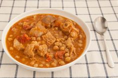 Dentro de la gastronomía gallega en el blog no podía faltar este guiso estrella. Callos a la gallega http://www.recetasderechupete.com/callos-a-la-gallega-receta-de-la-abuela/15532/
