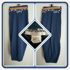 💙 Woman's Navy Capri's Size XL 💙 Woman's Navy Capri's By Cathy Daniels Size XL With White Embroidery On The Bottoms Of The Capri's.  These Appear To Be In Great Condition. I'm Selling For A Friend 🚫 PAYPAL 🚫 TRADES 🚫 OFFERS PRICE FINAL MARKDOWN 💙 Cathy Daniels Pants Capris
