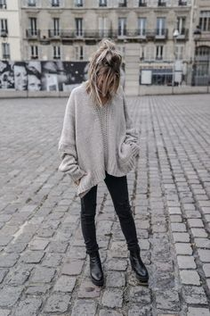 Casual oversized sweater with black denim | bohemian street style | fall outfit inspiration