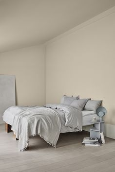 Wall and ceiling LADY Pure Color 12075 Soothing Beige, skirting board LADY Supreme Finish Matt 1024 Timeless Beige Paint, Beige Walls, Best Paint Colors, Bedroom Paint Colors, Jotun Lady, Bedroom Furniture, Bedroom Decor, Master Bedroom, Comfort Gray