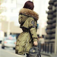 luxueux Femme Veste D hiver manteau de duvet 100% fourrure VÉRITABLE col  parka. Doudoune Femme FourrureVêtements ... e1361f1a0ff