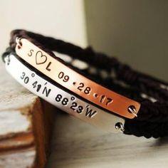 Bracelets de couple personnalisés ensemble de bracelet de | Etsy Bracelets Assortis Pour Couple, Couple Bracelets Leather, Bracelet Couple, Matching Couple Bracelets, Bracelets For Boyfriend, Couple Jewelry, Matching Couples, Bracelet Set, Gold Bracelets