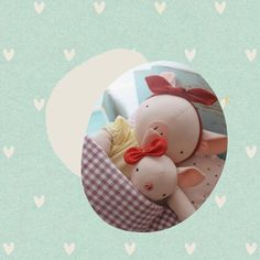 Bonne fête mamans! 💚 . . . . . #fetedesmeres #diadasmaes #momandbaby #piggy #pigfamily #instababy #pigdoll #petiteporcelette #porcelette #cochon #nurserydecor #handmadedoll #fabricdoll #heirloomdolls #ragdoll #dodolababy #dodolafaitmain Pig Family, Fabric Dolls, Mom And Baby, Nursery Decor, Baby Dolls, Dressmaking, Happy Name Day, Rag Dolls, Softies