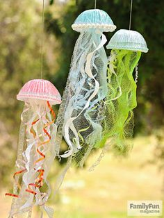 Crafts for Kids Jiggling Jellyfish: The perfect summer decor? Homemade sea creatures that flutter in the breeze.Jiggling Jellyfish: The perfect summer decor? Homemade sea creatures that flutter in the breeze. Summer Crafts For Kids, Projects For Kids, Art For Kids, Summer Fun, Ocean Kids Crafts, Children Crafts, Kids Fun, Craft Projects, Summer Activities